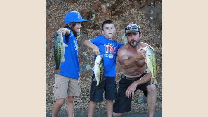 The-Joseph-boys,-bass-trip